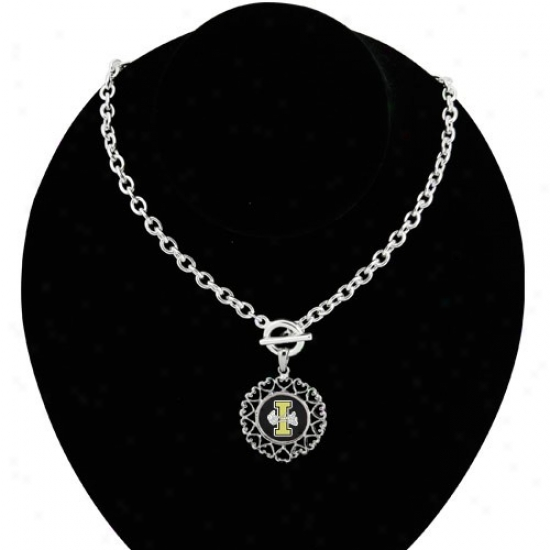IdahoV andals Roundd Heart Art Nouveau-style Toggle Necklace