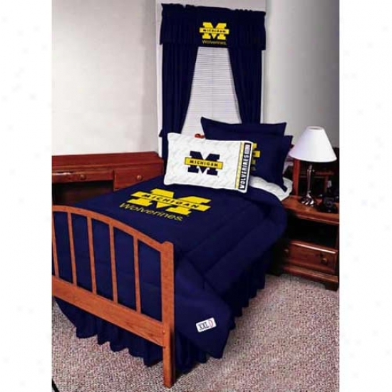 Michigan Wolverines Quwen Size Bed Skirt
