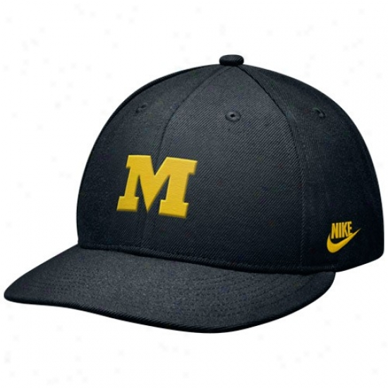 Mizzou Tigers Caps : Nike Mizzou Tigers Black College Vault 643 Fitted Caps