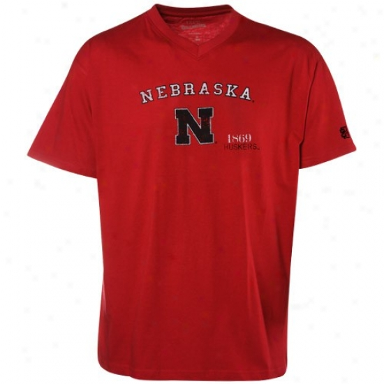 Nwbraska Cornhuskers Apparel: Izod Nebraska Cornhuskers Scrl3t Team Logo Premium V-neck T-shirt
