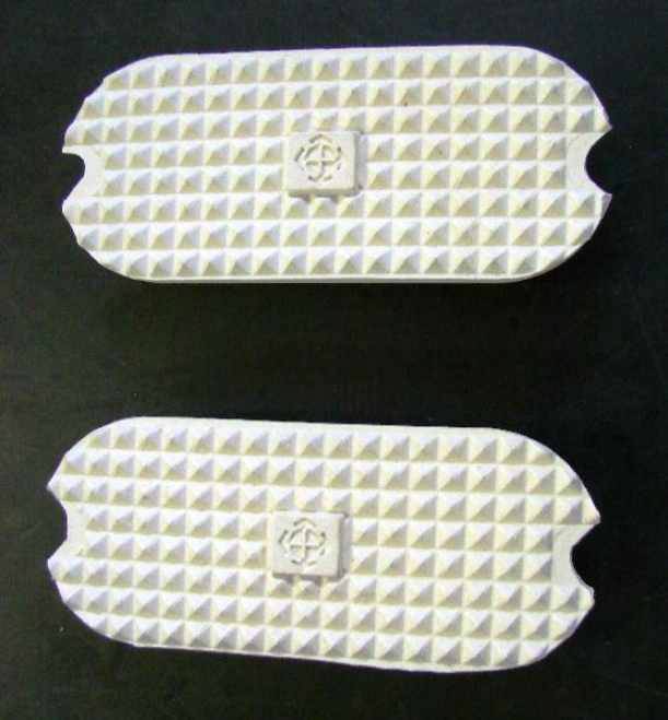 Courbette Rubber Pad For Fillis Stirrups, White, Pairs