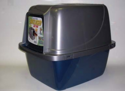 Enclosed Cat Litter Box Keeps Floors Cleaner