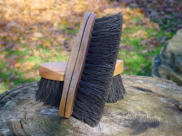 Legends Dyed Bassine Curved-back Mud Brush