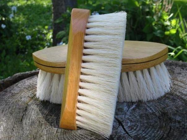 Legends Tampico Pocket-sized Grooming Brush - White - 6 3/8