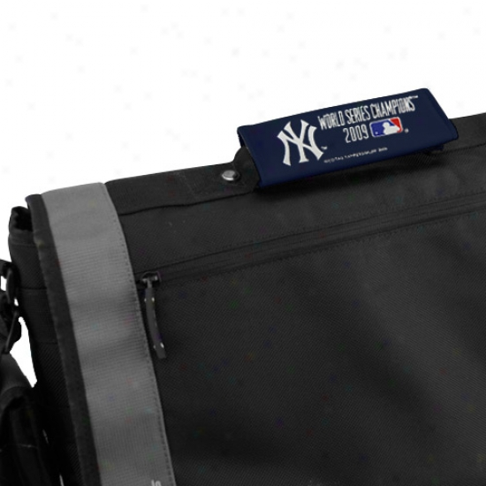 New York Yankees 2009 World Series Champions 2-pack Luggage Spotters
