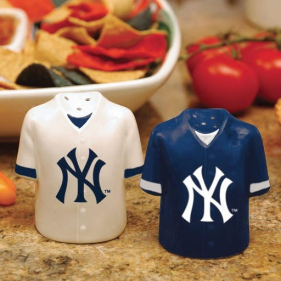 New York Yankees Gameday Ceramic Salt & Pepped Shakers