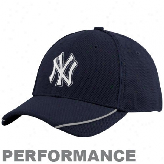 New York Yankees Hat : New Era New York Yankees Youth Navy Blue 2010 Official Batting Practice Flex Fit Performance Hat