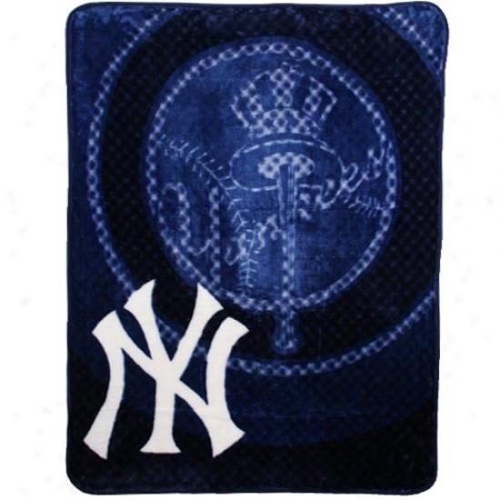 New York Yankees Navy Blue Retro Royal Plush Blanket Throw