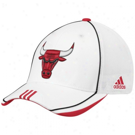 Chicago Bulls Gear: Adidas Chicago Bulls White 2010 Official On-court Mesh Back Flex Fit Hat
