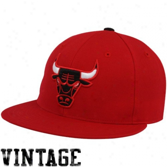 Chicago Bulls Merchajdise: Mitchell & Ness Chicago Bulls Red Vintage Logo Fitted Hat