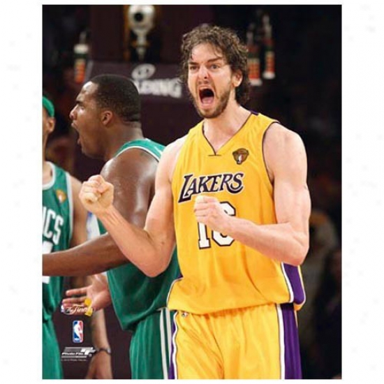 """los Angeles Lakers 2010 Nba Champions #16 Pau Gasol Pumped 11"""" X 14"""" Matted Photo"""