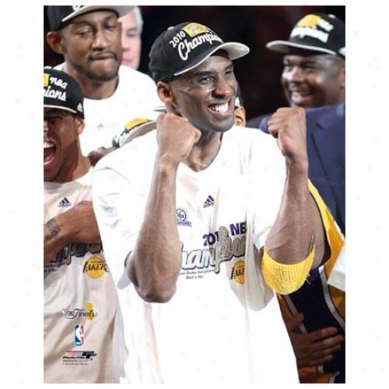"""los Angeles Lakers 2010 Nba Champions #24 Kobe Bryant Pumped 11"""" X 14"""" Matted Photo"""