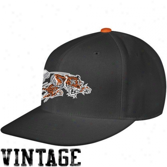 Bengals Merchandise: Mitchell & Ness Bengals Black Throwback Structured Fitted Hat