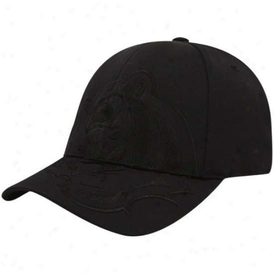 Bengals Merchandise: Reebok Bengals Wicked Tonal Structured Flex Fit Hat