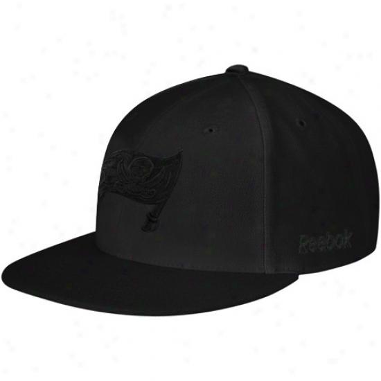 Bucs Hat : Reebok Bucs Black Fashion Fitted Hat