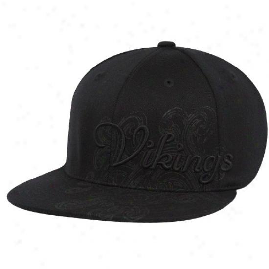 Minnesota Vikings Gear: Reebok Minnesota Vikings Black Custom  Flex Fit Hat