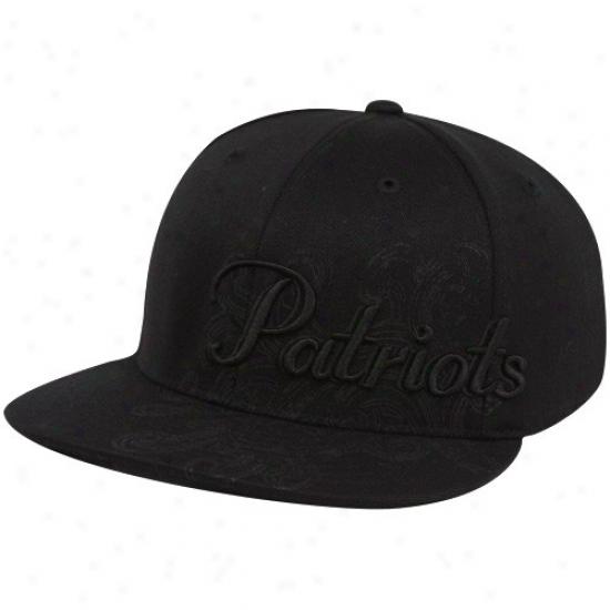New England Patriot Gear: Reebok New England Patriot Black Fashion Flex Fit Hat