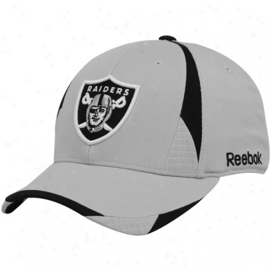 Oakland Raider Merchancise: Reebok Oakland Raider Gray Pro Shape Structured Flex Fit Hat