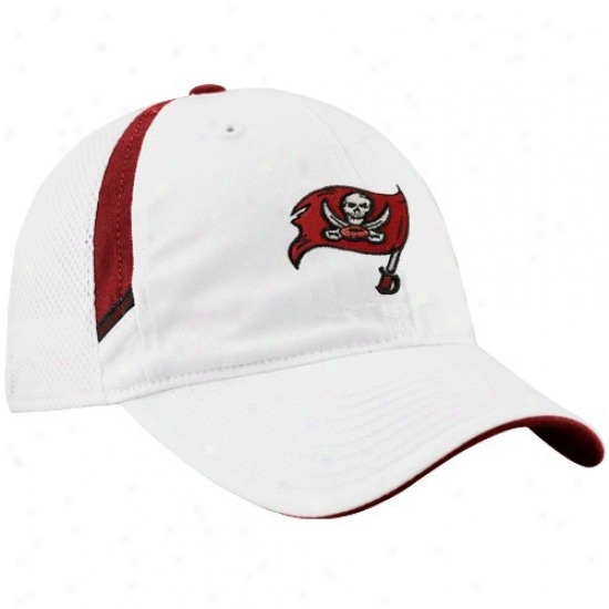 Tampa Bay Buccaneer Gear: Reebok Tampa Bay Buccaneer White Coaches Adjustable Mesh Back Hat
