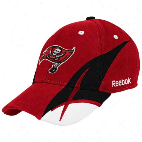 Tampa Bay Buccaneers Accoutrements: Reebok Tampa Bay Buccanerra Red Pitchfork Flex Fit Hat