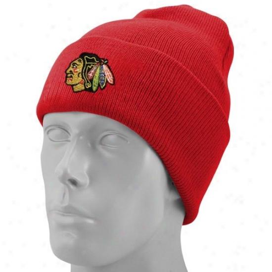 Black Hawks Merchandise: Reebok Black Hawks Red Watch Knit Beanie