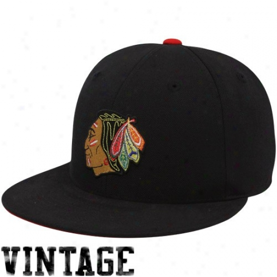Blackhawks Gear: Mithchell & Ness Blackhawks Black Vintage Logo Fitted Hat