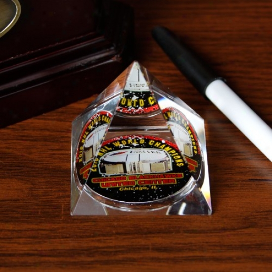 Chciago Blackhawks 2010 Stanlry Lot Champions Pyramid Paper Weight