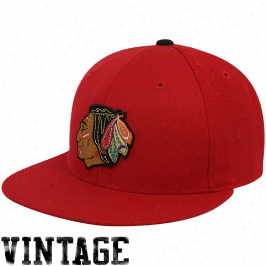 Chicago Blackhawks Merchandise: Mithchell & Ness Chicago Blackhawks Red Vintage Logo Fitted Hat