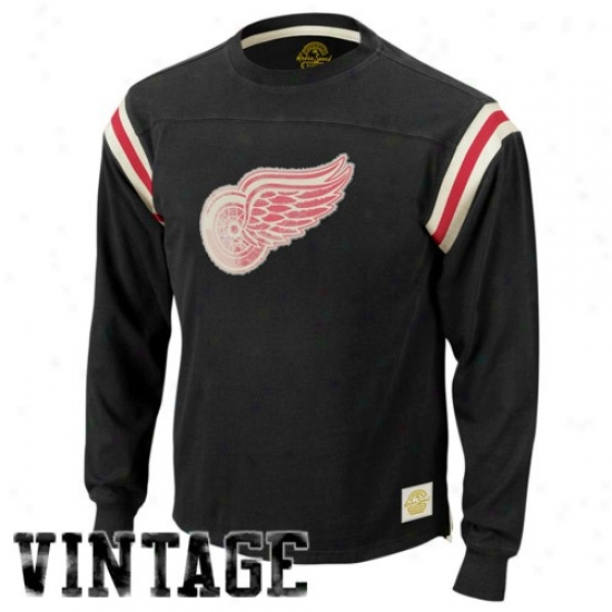 Detroit Red Wings Attire: Reebok Detroit Red Wings Black Classic Applique Premium Lng Sleeve T-shirt