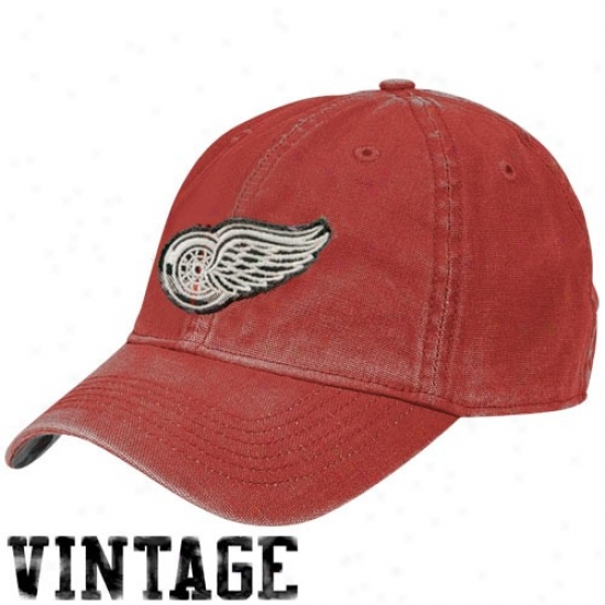 Detroit Red Wings Hat : Reebok Detroit Red Wings Red Distressed Logo Vintage Slouch Hat