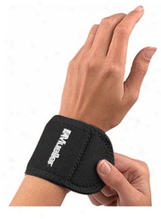 Mueller Neoprene Blend Wrist Support
